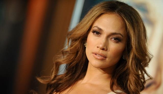 Jennifer Lopez yeni projesini Tülin Şahin ile paylaşıyor!