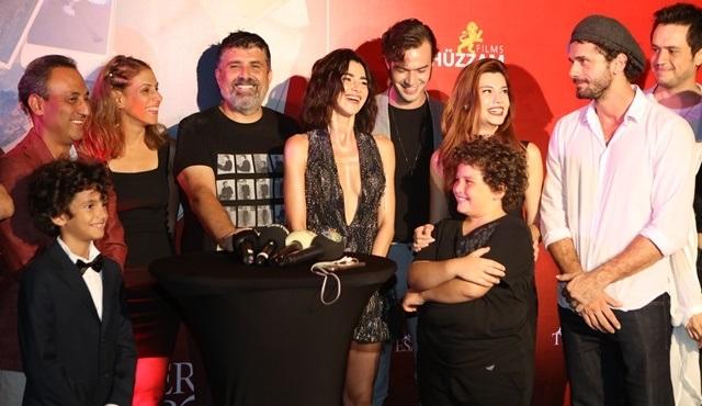 Aşk Tesadüfleri Sever 2 ekibi, setin bitişini bir partiyle kutladı!