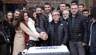 Sen Anlat Karadeniz ekibi yeni yılı ve dizinin başlangıcını pasta eşliğinde kutladı!