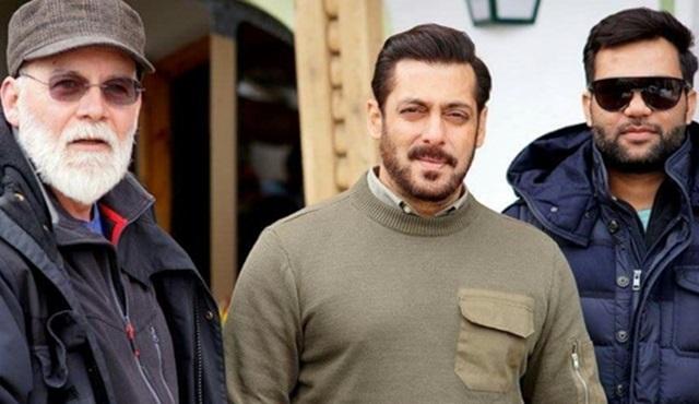 Bollywood yıldızı Salman Khan Abu Dhabi'de Tiger Zinda Hai'nin setini gezdirdi