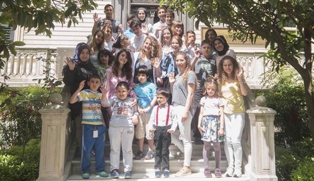 Kubilay Aka, İlayda Alişan ve Ece Yaşar, otizmli çocukları ziyaret etti!