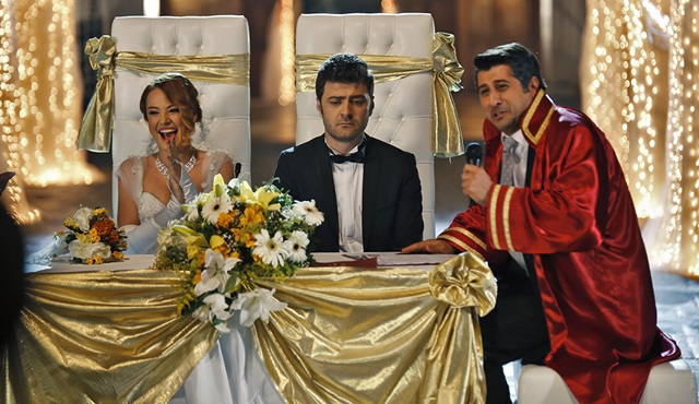 'Git Başımdan' filminde masal gibi bir düğün...