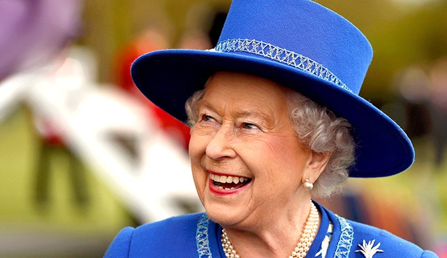 Kraliçe Elizabeth, Downton Abbey hayranı çıktı