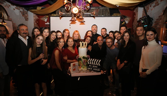Kırgın Çiçekler ekibi dizinin 100. bölümünü birlikte kutladı!
