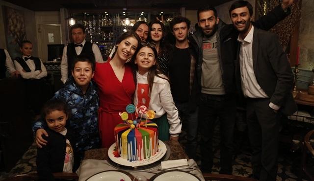 Bizim Hikaye setinde Zeynep Selimoğlu'na doğum günü sürprizi!