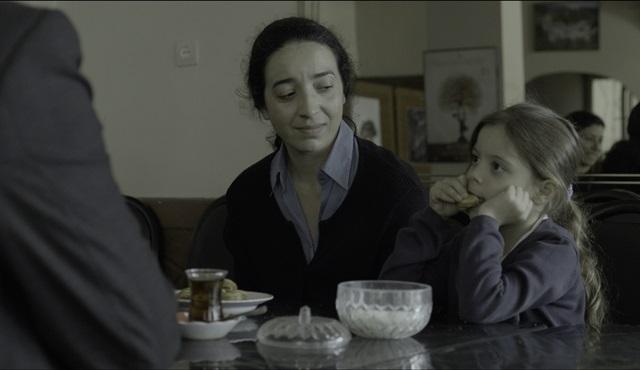 "Ahu Öztürk'ün ilk filmi ""Toz Bezi"" Berlin Film Festivali'ne seçildi!"