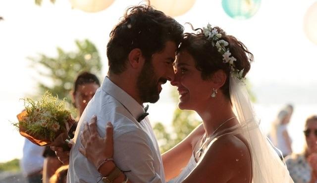 Bir Aşk İki Hayat filminin romantik düğün sahnesi çok konuşulacak!