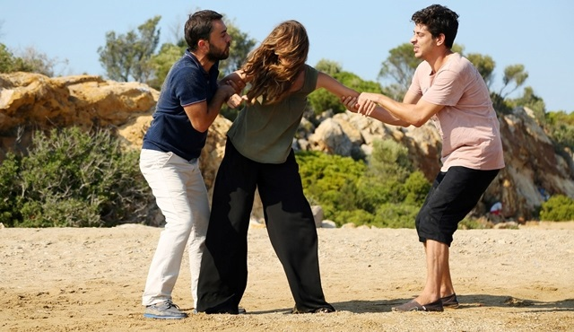 Kalbim Ege'de Kaldı: Mustafa, Zeliş and Yaman are stranded on a deserted island