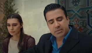 Emrah, Aşk ve Mavi dizisinde Kırmızı Gül Demet Demet türküsünü seslendirdi!