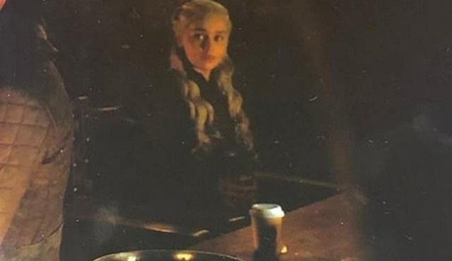 Game of Thrones'un yeni bölümündeki kahve bardağı sosyal medyanın gündemine oturdu!