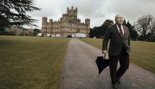 Downton Abbey'in yaratıcısı Julian Fellowes'in yeni dizisi HBO'ya transfer oldu