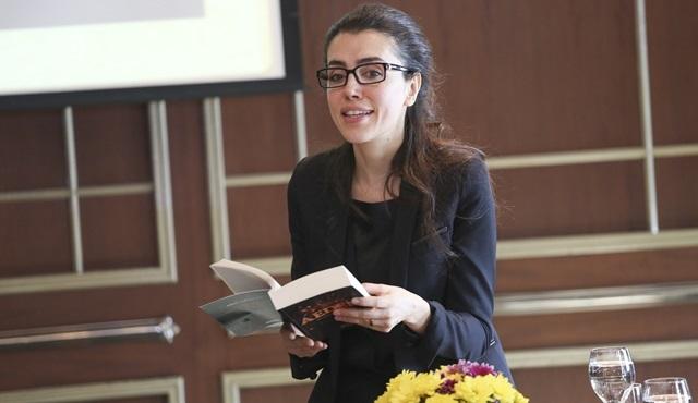 Fi, Çi, Pi üçleme serisinin yazarı Azra Kohen'in son kitabı Aeden'e Hollywood ilgisi!