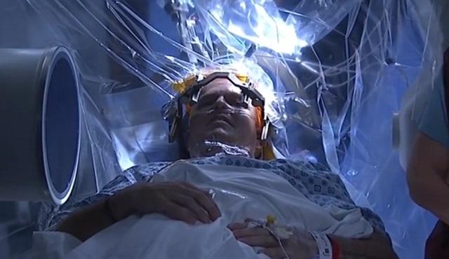 NatGeo'da, hem de canlı yayında beyin ameliyatı izledim!