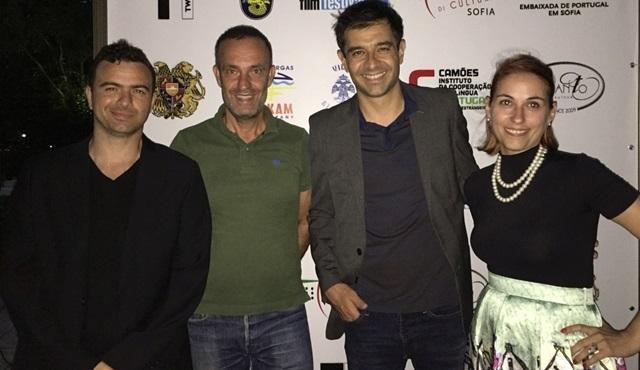 """Cansel Elçin'in yazıp yönettiği """"Melekleri Taşıyan Adam"""" filmine Bulgaristan'dan ödül geldi!"""