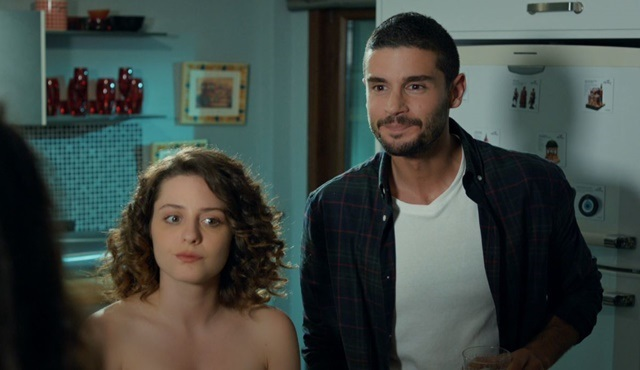 İlişki Durumu: Evli | Ayşegül has a new guest