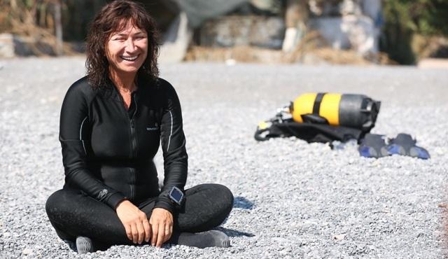 Demet Akbağ, 'Nadide Hayat' filmi için su altında kamera karşısına geçti!