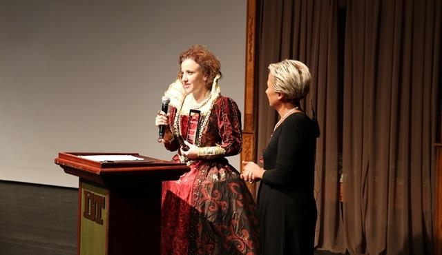 Baykal Saran Yılın Tiyatro Sanatçısı Ödülü Fulya Koçak'ın oldu!