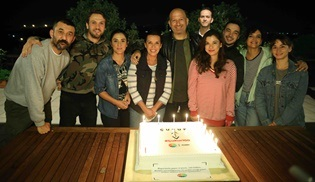 Çukur ekibi 100 bölümlük başarısını sette kutladı!
