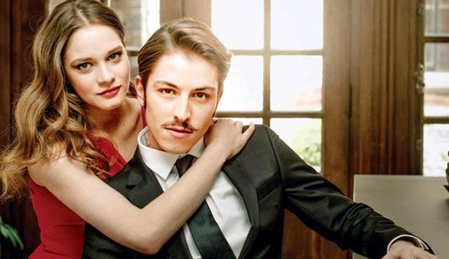2017'nin en sevilen dizi çifti Vatanım Sensin'den Miray Daner ve Boran Kuzum oldu!