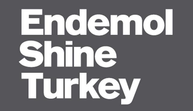 Dayan Yüreğim ekibi Endemol Shine Türkiye'yi alkışlayarak protesto etti