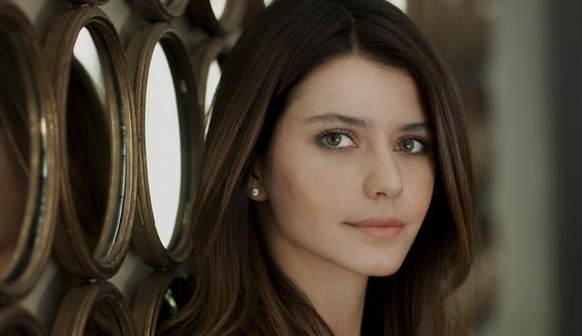 Netflix'in ikinci orijinal Türk dizisinin başrolü Beren Saat oldu!