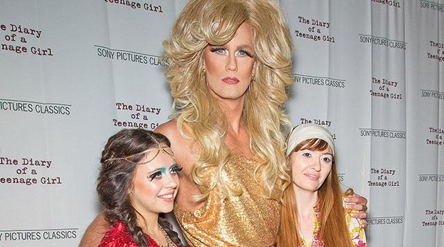 Alexander Skarsgard yeni filminin galasına Drag Queen olarak katıldı