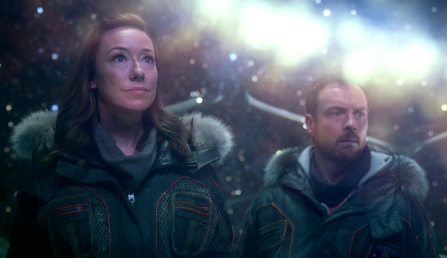 Lost in Space: Robinson ailesi uzayın derinliklerinde zorluklarla nasıl başa çıktıklarını anlatıyor!