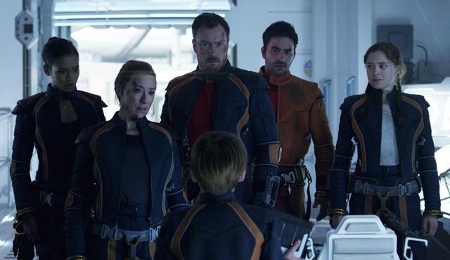 Lost in Space: Uzak bir galaksideki aile draması