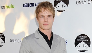 Graham Rogers, Ray Donovan'ın ana kadro oyuncusu oldu