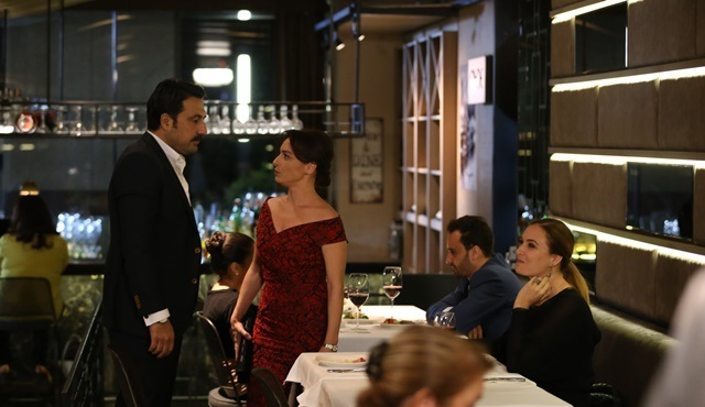 Family Secrets | Nilgün raids Suzan and Kemal's business dinner