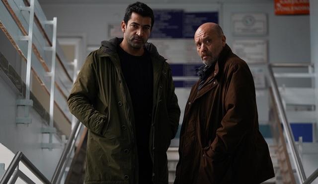 Alef dizisinde Kemal ve Settar, romanı yayınlatmaya çalışıyor!