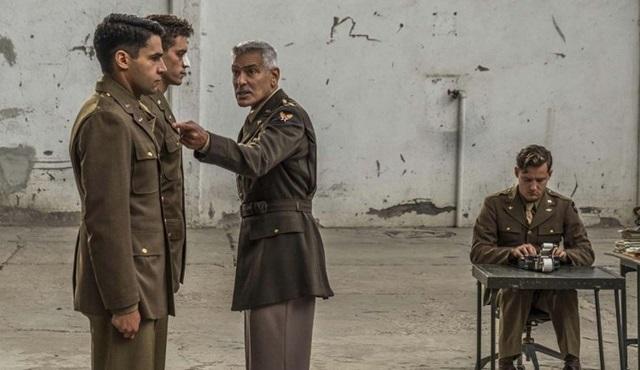 George Clooney'li Catch-22 dizisinden yeni bir tanıtım geldi