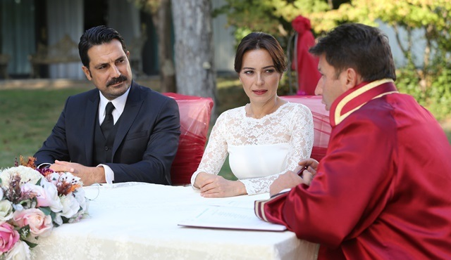 Family Secrets | Kemal marries Nilgün despite Suzan's efforts to stop them