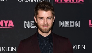 Luke Mitchell, The Code dizisinin kadrosuna dahil oldu