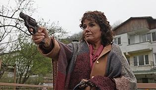 """""""Şahsiyet""""in Nesrin'i Müjde Ar'dan silahlı sahne..."""