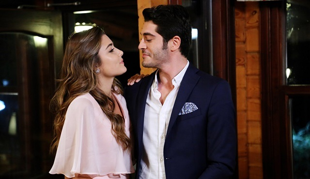 Aşk Laftan Anlamaz | Murat and Hayat each plan a confession of their own