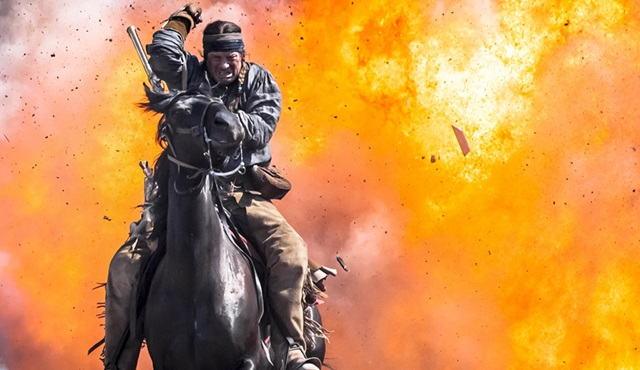 Tarihi olayları izleyerek öğrenmeyi sevenlere Texas Rising: Savaş ya da öl!