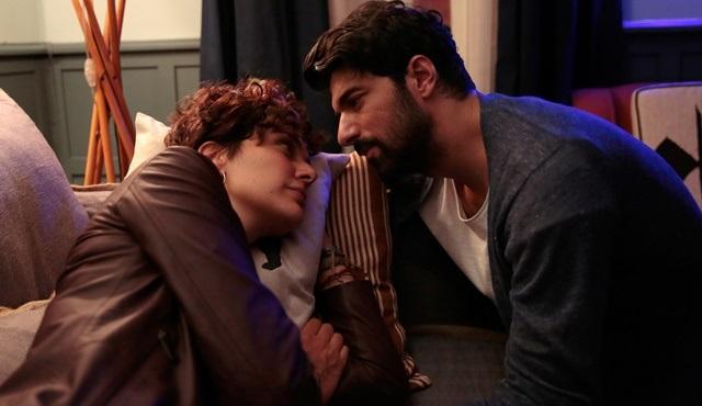 Engin Akyürek ve Bergüzar Korel, Bir Aşk İki Hayat'ı hayranlarıyla izleyecek!