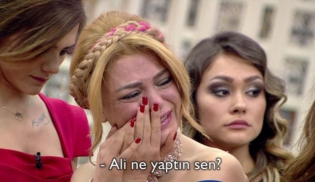 Kısmetse Olur'da Ali eve veda Etti, Mehtap gözyaşlarına boğuldu!