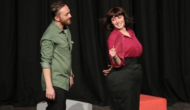 Ahu Türkpençe, kendi yazdığı tiyatro oyunu 'Patates' ile izleyici karşısına çıktı!