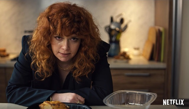 Netflix'in yeni dizisi Russian Doll'un tanıtımı ve afişi yayınlandı