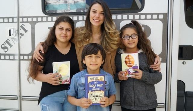 Deli Gönül dizisi ekibi Antakya Şenköy'deki çocukları sevindirdi!
