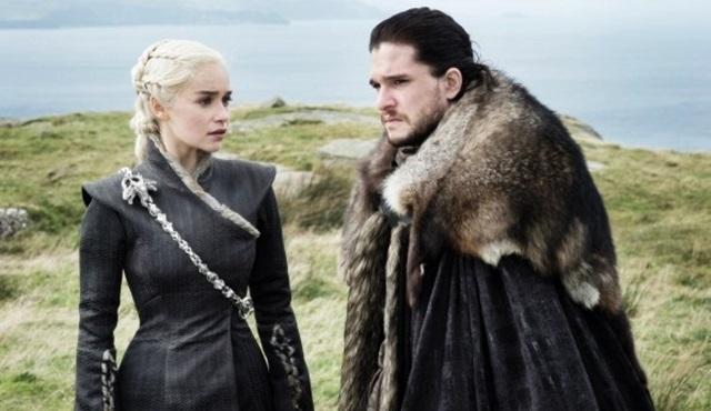 Game Of Thrones: Denize düşen gerçekten yılana sarılır mı?