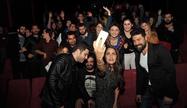 'Git Başımdan'ın oyuncuları Bursa'da seyirciyle buluştu!