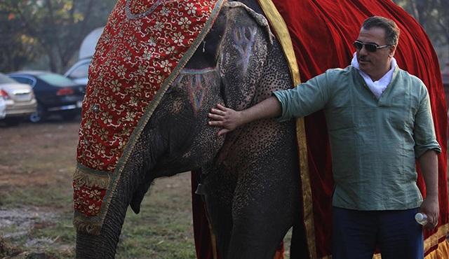 Bir Baba Hindu filmine dev oyuncu!