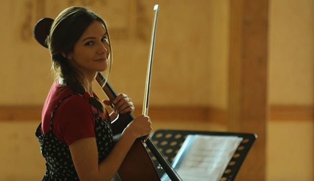 Alina Boz, Bölük filmi için viyolonsel çaldı!
