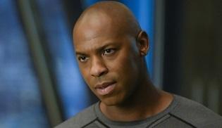 Mehcad Brooks Supergirl dizisinden ayrıldı; Jeremy Jordan ise geri dönüyor