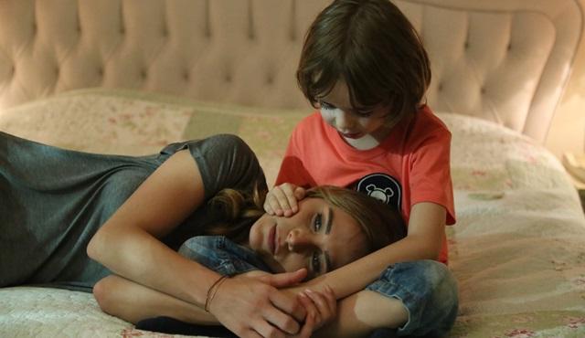 """Poyraz Karayel: """"Dünya küçük, sevgi ise sonsuz..."""""""