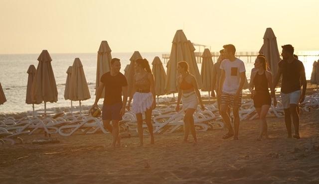 Sen Çal Kapımı dizisi ekibi çekimler için Antalya'ya gitti!