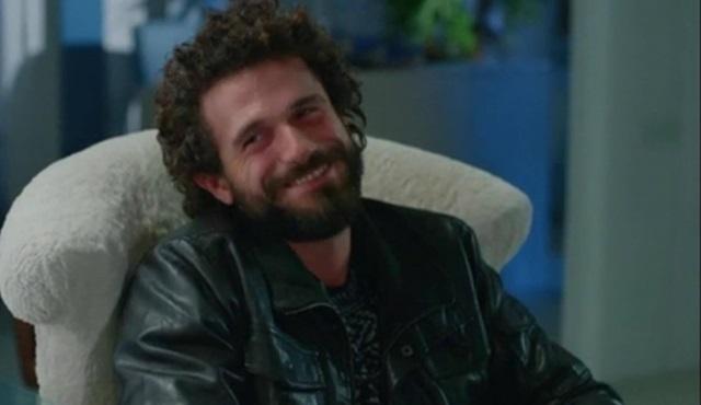 Kıvırcık saçlı güzel adam: Tuna Ertürk